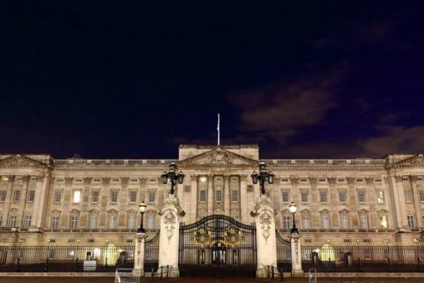 Googles new technology lets you 'visit' Buckingham Palace